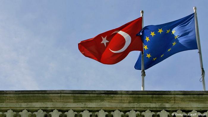 Прапори Туреччини та ЄС