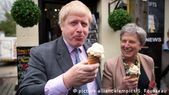 Gisela Stuart eating ice cream while campaigning with Boris Johnson