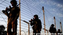 Indische Soldaten an der Grenze zwischen Indien und Pakistan