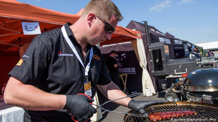 Grill- und BBQ Meisterschaft in Fulda (Foto: picture-alliance/dpa/C. Welz)