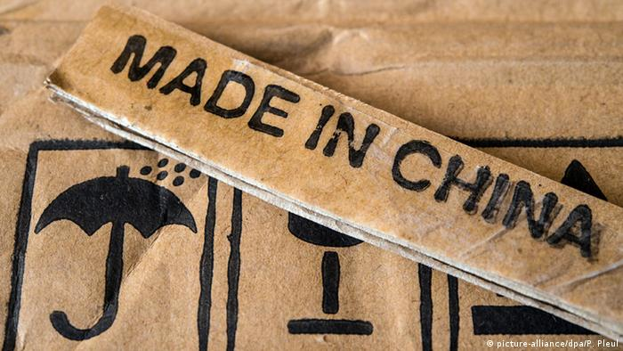 Made in China label (picture-alliance/dpa/P. Pleul)