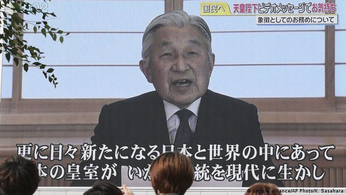 Japan Kaiser Akihito auf Videoleinwand zu möglichem Amtsverzicht
