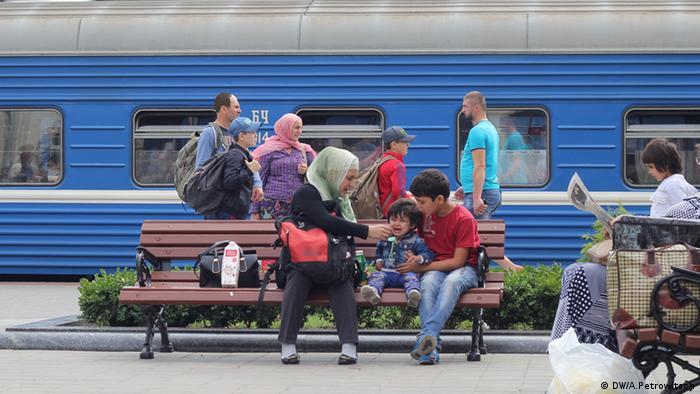 Мигранты с Кавказа на вокзале в Бресте