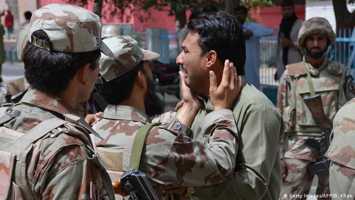 Pakistan Quetta Trauer nach Bombenanschlag vor einer Klinik
