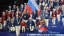 FILE - epa03374403 Russian flag bearer Alexey Ashapatov leads the Russian delegation into the Olympic Stadium during the opening ceremony of the London 2012 Paralympic Games, London, Britain, 29 August 2012. EPA/FACUNDO ARRIZABALAGA (zu dpa:Aus für Russen bei Paralympics - «System ist korrupt» vom 07.08.2016) +++(c) dpa - Bildfunk+++ | picture-alliance/dpa/F.Arrizabalaga