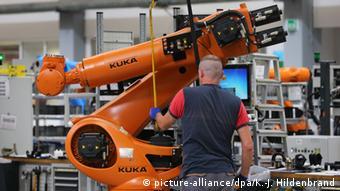 Производство промышленных роботов на заводе компании Kuka