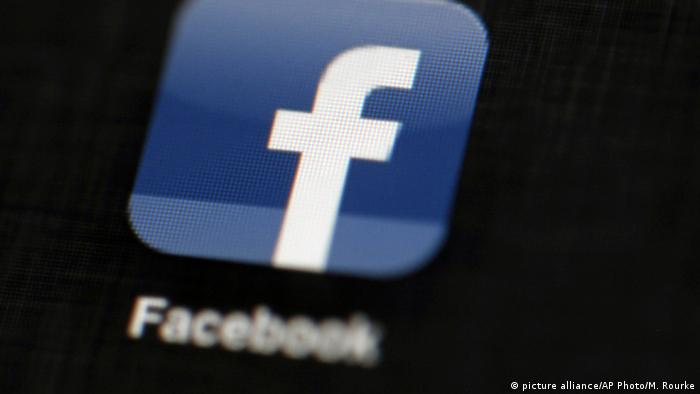 Facebook Symbol (picture alliance/AP Photo/M. Rourke)