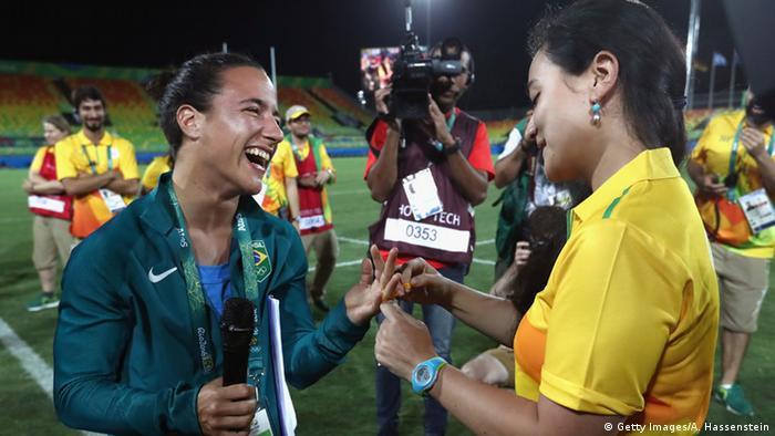 Brasilien Olympische Spiele in Rio - Rugby Hochzeitsantrag