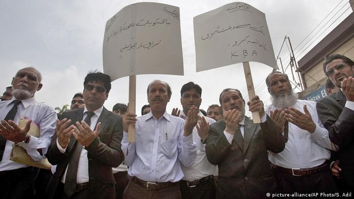 Pakistani lawyers rally in Karachi