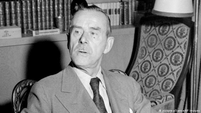 Der deutsche Schriftsteller Thomas Mann im Exil (picture-alliance/AP Images)