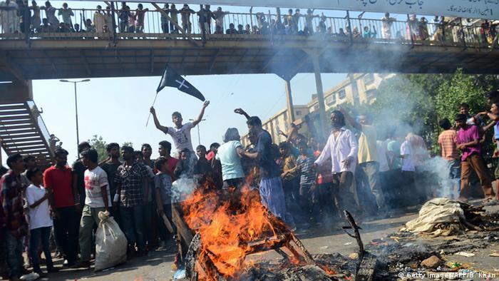 Pakistan Proteste in Karatschi gegen Bombenanschlag auf Kirche in Peschawar mit 82 Toten