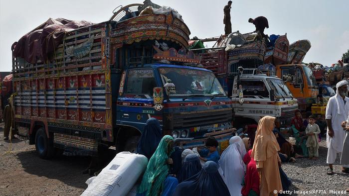 Pakistan Afghanistan Flüchtlinge kehren zurück (Getty Images/AFP/A. Majeed)