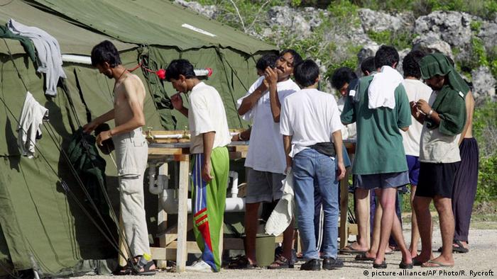 Australien Flüchtlinge Insel Nauru 2001 (picture-alliance/AP Photo/R. Rycroft)