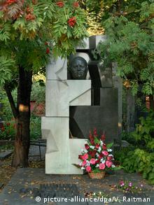 Памятник Хрущеву на Новодевичьем кладбище