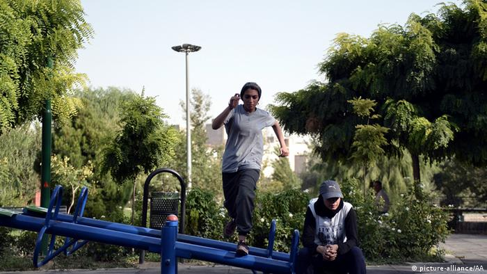 Parkour in Iran (picture-alliance/AA)