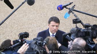 Italieneischer Premierminister Matteo Renzi im Interview mit Journalisten