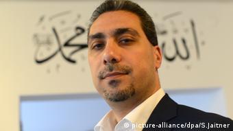 Χρειάζεται πιο ξεκάθαρη στάση, εκτιμά ο εκπρόσωπος του Συμβουλίου Μουσουλμάνων της Γερμανίας