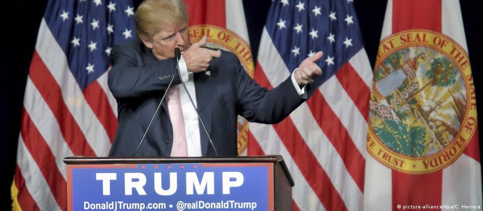 Trump durante evento de campanha em hotel na Flórida: o conteúdo das suas mensagens tem irritado republicanos