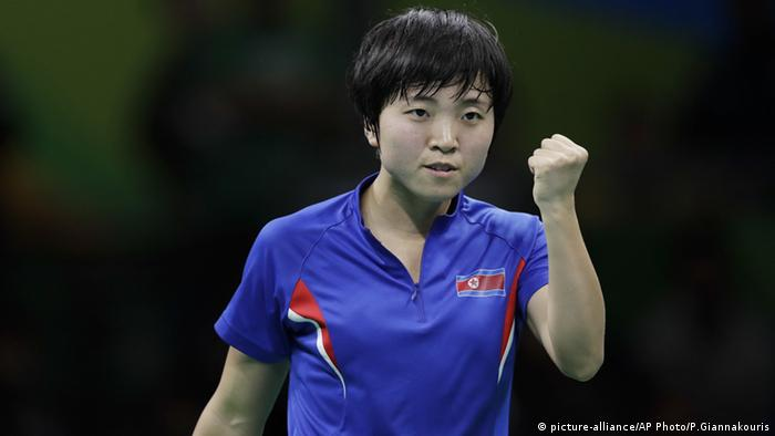 Kim Song I Nordkorea Tischtennis Rio 2016 Olypmia (picture-alliance/AP Photo/P.Giannakouris)