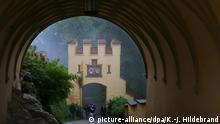 Deutschland - BdT - Touristen auf Schloss Hohenschwangau