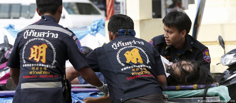 Ferido em ataque a bomba em hospital é levado a hospital em Hua Hin