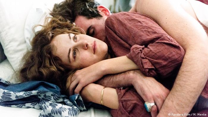 Film still Paula Paula Modersohn-Becker (Carla Juri) and Charles