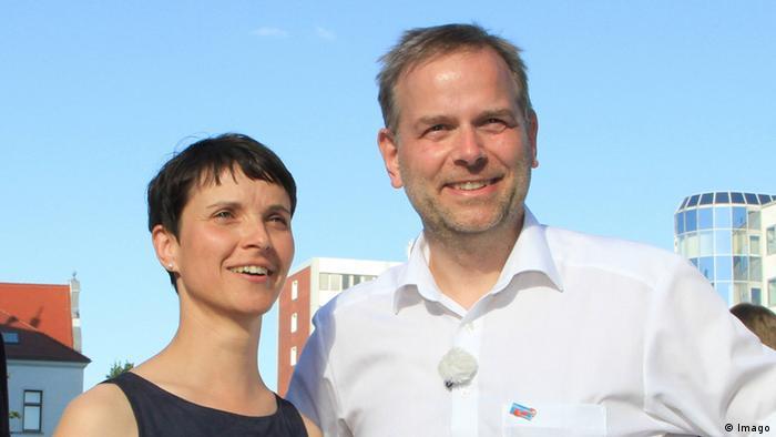 Фрауке Петрі разом з лідером АдН у федеральній землі Мекленбург-Передня Померанія Ляйф-Еріком Гольмом