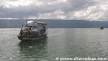 Lake Toba in Sumatra (picture-alliance/dpa/A.Owen)