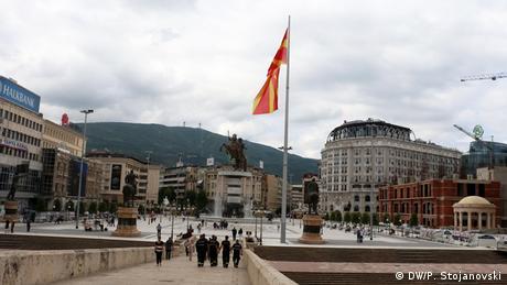 Αισιόδοξος ο Γιοχάνες Χαν για μια συμφωνία για την ονομασία της ΠΓΔΜ