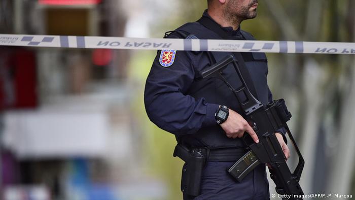 La Policía detuvo a 63 personas que hacían movimientos bancarios superiores a 3 millones de euros a cambio de comisión, en operación europea contra el blanqueo de capitales que se ha saldado con un 178 arrestados. 23.11.2016