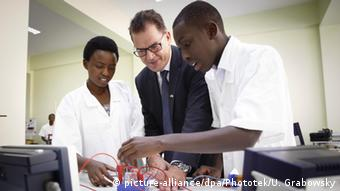 Bundesentwicklungsminister Gerd Müller in Kigali, Ruanda (Foto: DPA)