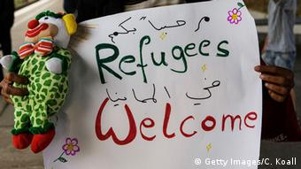hand painted sign that reads refugees welcome (Getty Images/C. Koall)