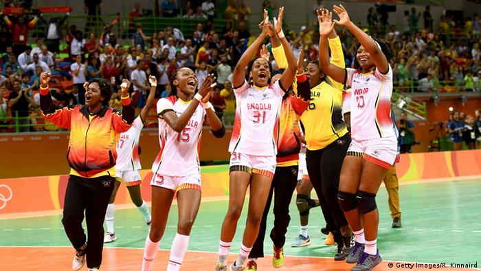 Rio Olympia 2016 Angola Team 06 08 Handball (Getty Images/R. Kinnaird)