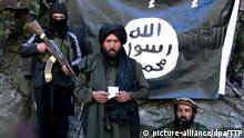 Copyright: picture-alliance/dpa/TTP epa04843152 A video grab taken from an undated video released by the Tehreek-e-Taliban Pakistan (TTP) and made available 11 July 2015 of the Islamic State leader for the so-called Khorasan State, Hafiz Saeed (C) at an undisclosed location at the Pakistani-Afghan border. A senior leader of the Islamic State group in eastern Afghanistan was killed in an airstrike, the country's intelligence agency said on 11 July, becoming the latest member to die in a recent spate of strikes. Hafez Sayeed, the Islamic State leader for the so-called Khorasan State, was killed late 10 July 2015 in Nangarhar province, the National Directorate of Security said. The Khorasan State refers to a province the Islamic State decreed in the area. EPA/TTP / HANDOUT ATTENTION EDITORS : EPA IS USING AN IMAGE FROM AN ALTERNATIVE SOURCE AND CANNOT PROVIDE CONFIRMATION OF CONTENT, AUTHENTICITY, PLACE, DATE AND SOURCE. HANDOUT EDITORIAL USE ONLY/NO SALES +++(c) dpa - Bildfunk+++ | picture-alliance/dpa/TTP