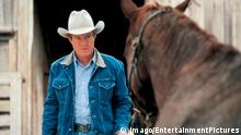 15.05.1998 ++++++++ 1998 - The Horse Whisperer - Movie Set May 15, 1998; LIVINGSTON, MN, USA;Actor ROBERT REDFORD stars as Tom Booker in The Horse Whisperer. !ACHTUNG NUTZUNG NUR BEI FILMTITEL-NENNUNG! PUBLICATIONxINxGERxONLY People Entertainment Film kbdig 1998 quer Copyright: Imago/EntertainmentPictures