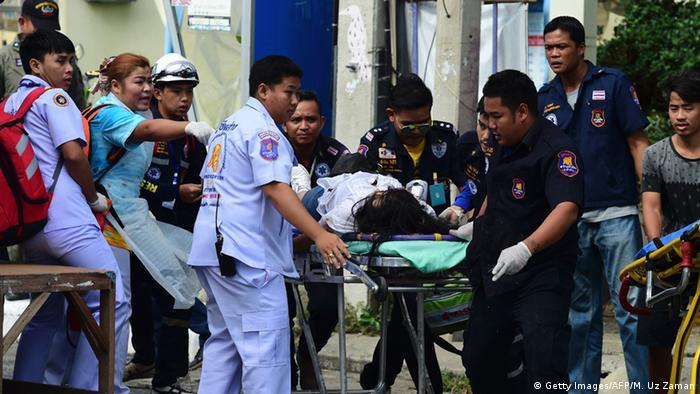 Erste Hilfe für Verletzte im thailändischen Hua Hin (foto: Getty Images/AFP/M. Uz Zaman)