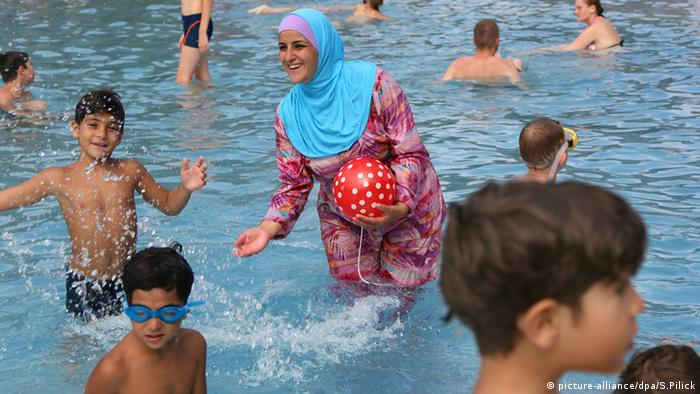 opinion french burkini ban is political opinion dw 16 08 2016