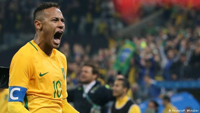 b1c4171cba Neymar comemora gol marcado em cobrança de falta no primeiro tempo