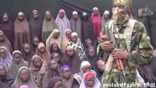 ***Die Quelle kann nicht überprüft werden, es gibt keine Referenzen zum Original-Video. Alle gefundenen Videos sind erneute Instanzen um auf eigenen Kanälen Clickzahlen zu erzeugen!*** Mutmaßliches Boko Haram Video https://www.youtube.com/watch?v=ozAG1ZalRpU message from jama.atu ahlis sunnah lidda awati wal jihad
