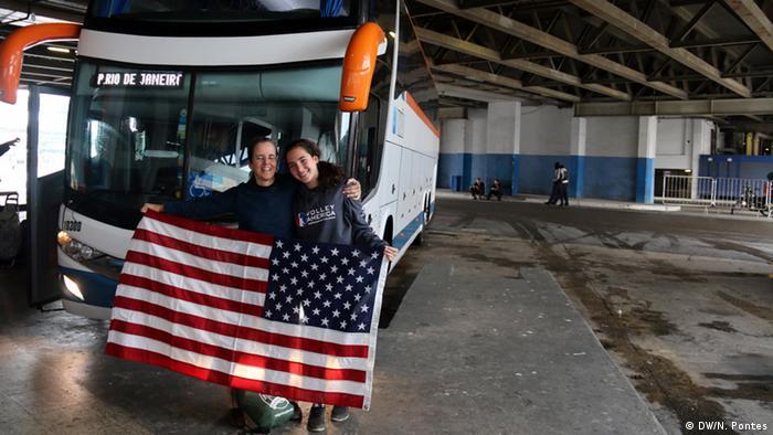 Americanas Thaís e Nathália descobriram o conforto dos ônibus de viagem