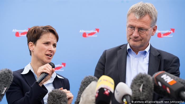 Οι δύο επικεφαλής του AfD, Φράουκε Πέτρι και Γεργκ Μόιτεν