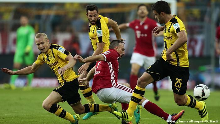 Deutschland Fußball Bundesliga FC Bayern München vs. Borussia Dortmund