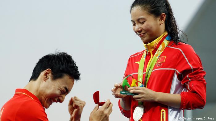 Rio Momente 14 08 Heiratsantrag Wasserspringerin He Zi von ihrem Freund Qin Kai (Getty Images/C. Rose)