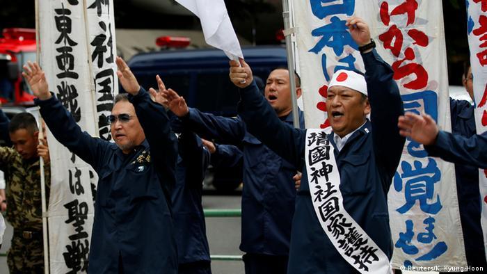 Japan Tokio Yasukuni Schrein Gedenken Kriegsende Rechtsaktivisten