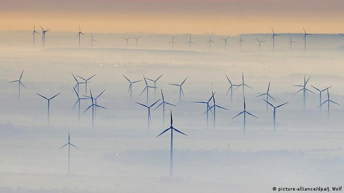 Deutschland Petersberg Windkraftanlagen