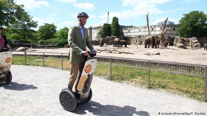 Директор берлинского зоопарка на сегвее