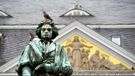 Monumento a Beethoven, esverdeado pelo tempo