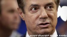 July 17, 2016, Trump Campaign Chairman Paul Manafort talks to reporters on the floor of the Republican National Convention at Quicken Loans Arena, Sunday, July 17, 2016, in Cleveland. (AP Photo/Matt Rourke) (c) picture-alliance/AP Photo/M. Rourke