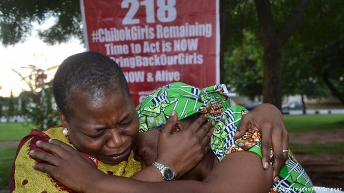 Nigeria Abuja Reaktion angehörige nach Video über Chibok Girls (Getty Images/AFP/Stringer)