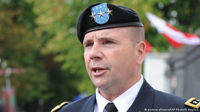 Polen Warschau Militärparade US General Ben Hodges (picture-alliance/(AP Photo/A. Keplicz)